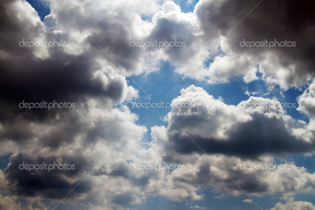 Sky covered with gloomy clouds