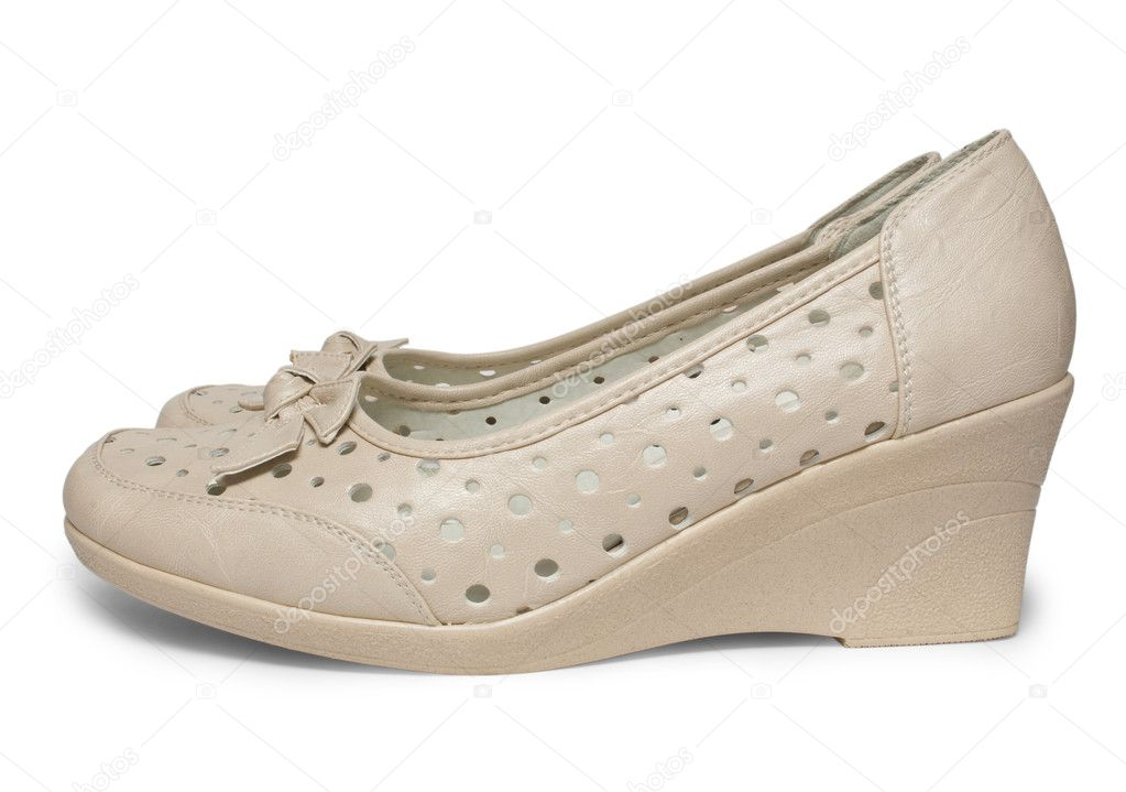 1ecbfbba567 Παπόυτσια γυναικεία καλοκαιρινά παπούτσια που απομονώνονται σε λευκό φόντο  με διαδρομή αποκοπής — Εικόνα από firstblood