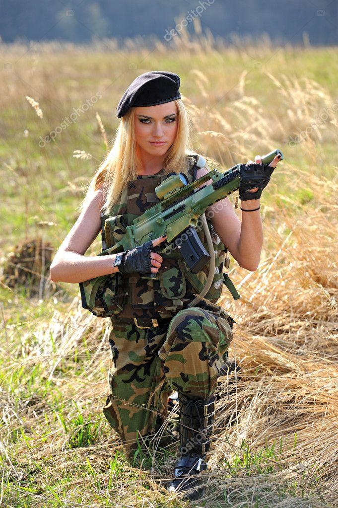 Видео сексуальные девушки в военной форме фото 553-629