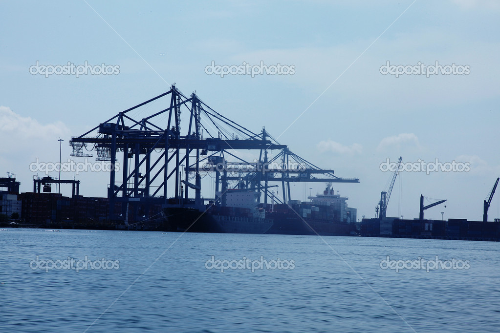 Wharf with cranes to load containers