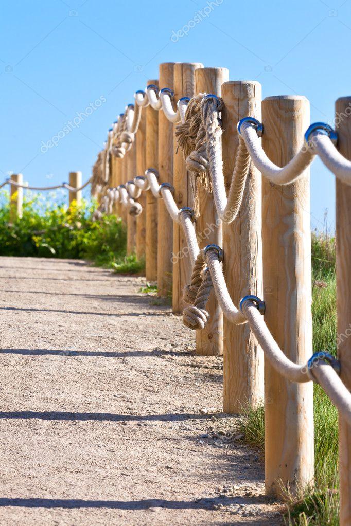Attraktiva Väg med trästolpe staket — Stockfotografi © dvoevnore #5631324 RW-61