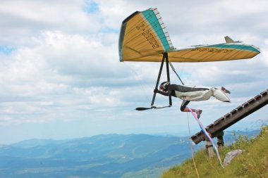 Hang gliding in Croatia