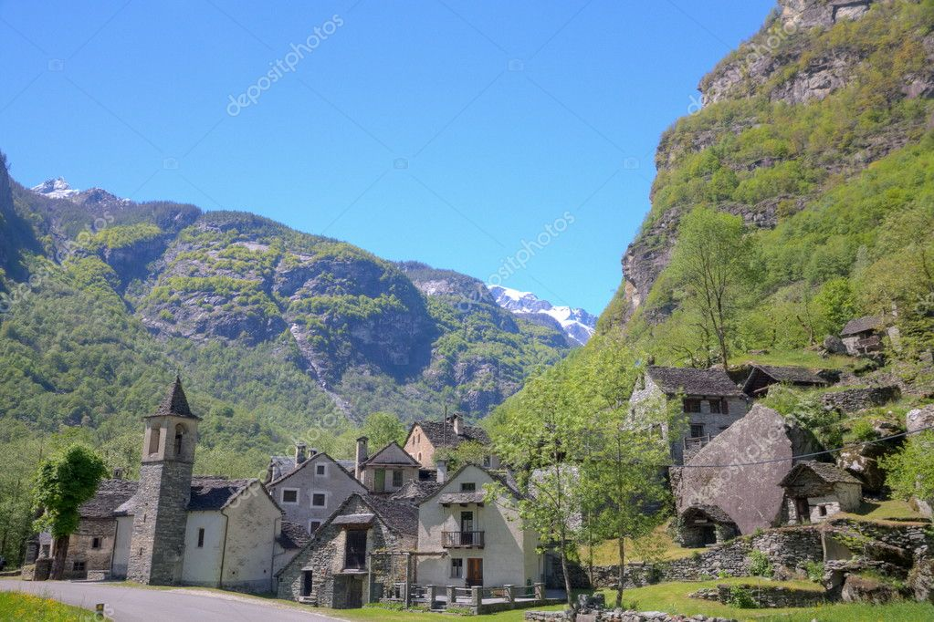 villaggio di montagna del ticino foto stock mlehmann