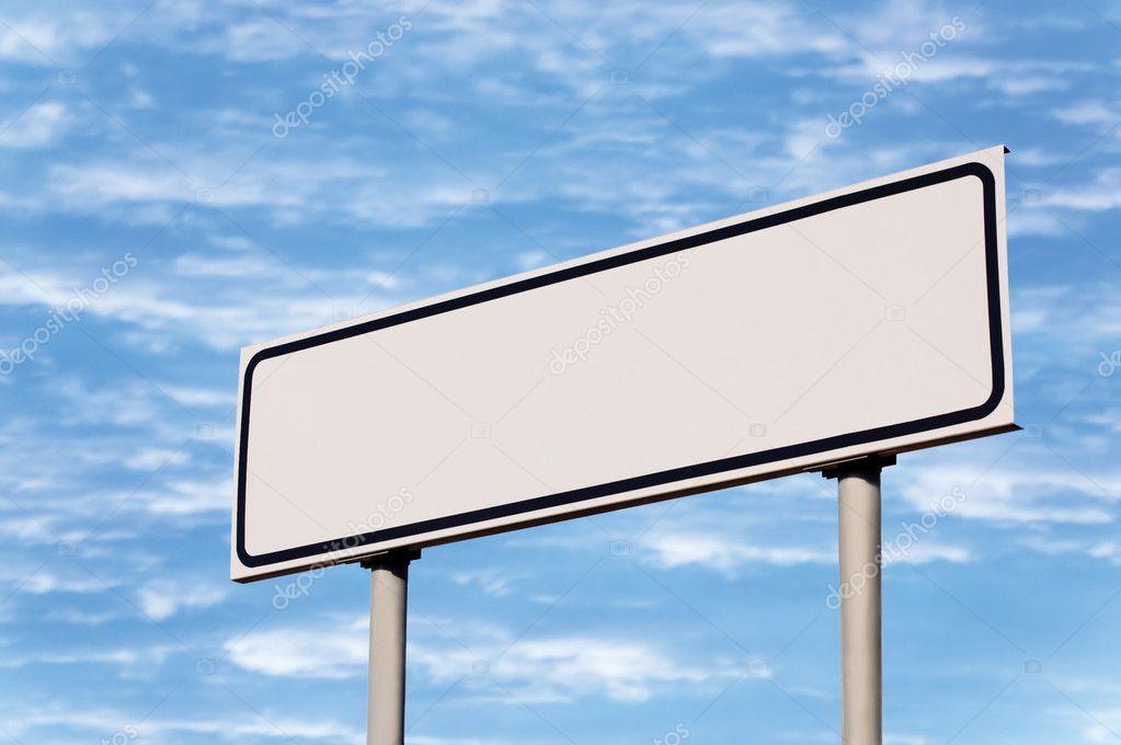 panneau de signalisation routi re vierge dans le ciel photographie kaspri 5800248. Black Bedroom Furniture Sets. Home Design Ideas