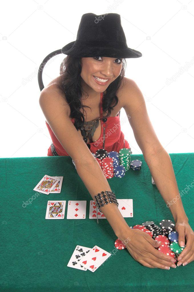 Szexi nő egy szexi alacsony vágott blúz piros és fekete fedora kalap játék  Texas Hold   um póker általános nincs címke-kártya támogatja a kínai — Fotó  ... 382e022ed2