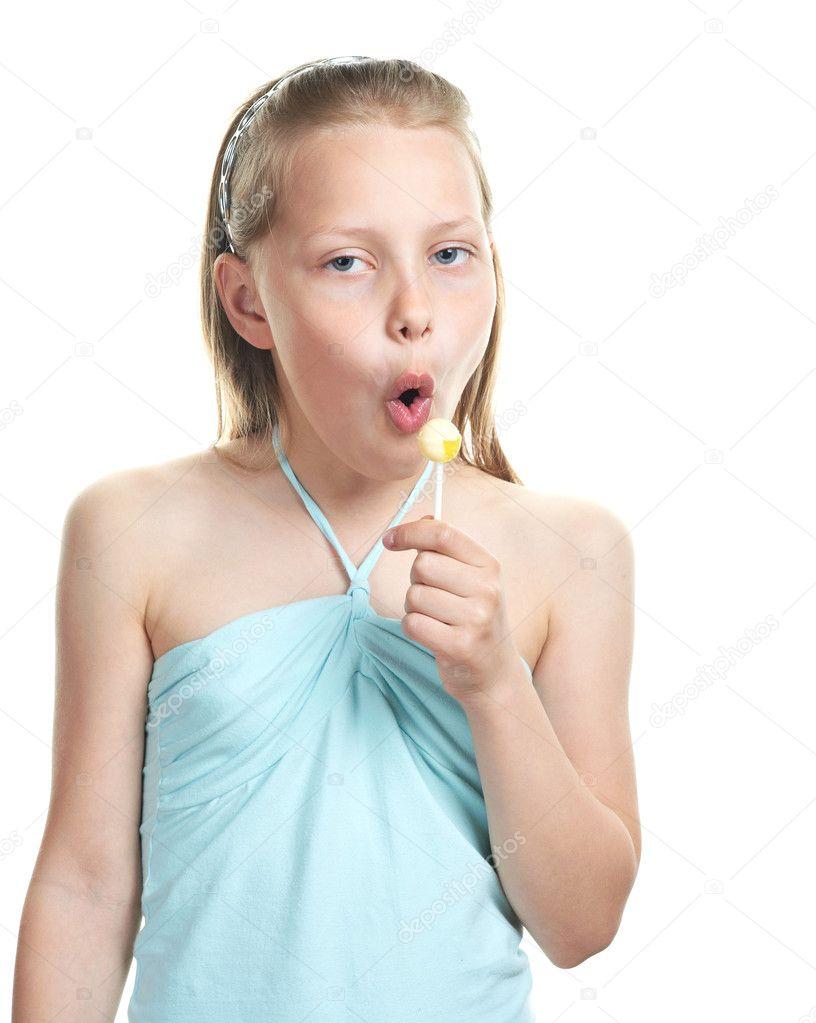 Малекой девочк грудка фото