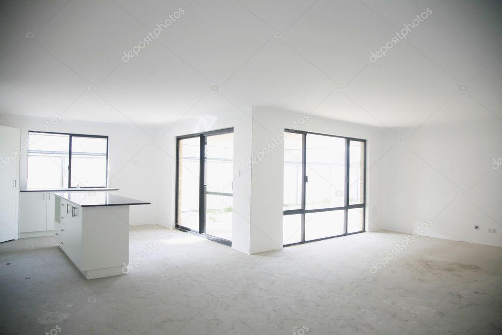 Int rieur vide maison neuve avec cuisine sur table photo for Interieur maison neuve