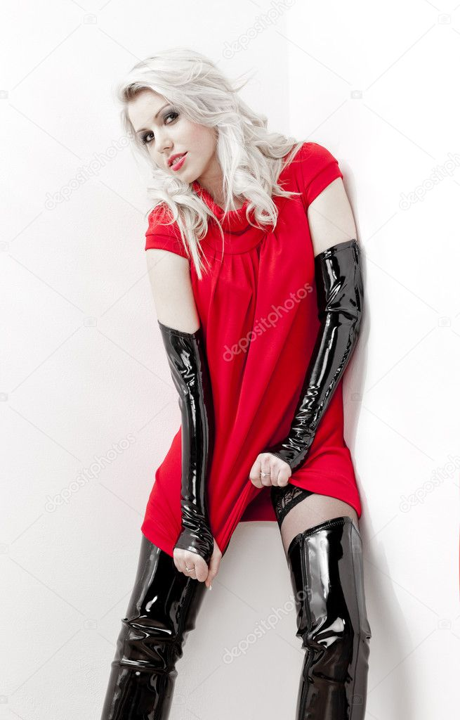 Frau trägt extravagante Stiefel — Stockfoto © phb.cz #5759656