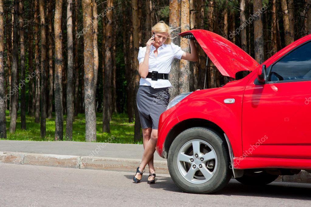 Студентку трахает в попу в машине певичка