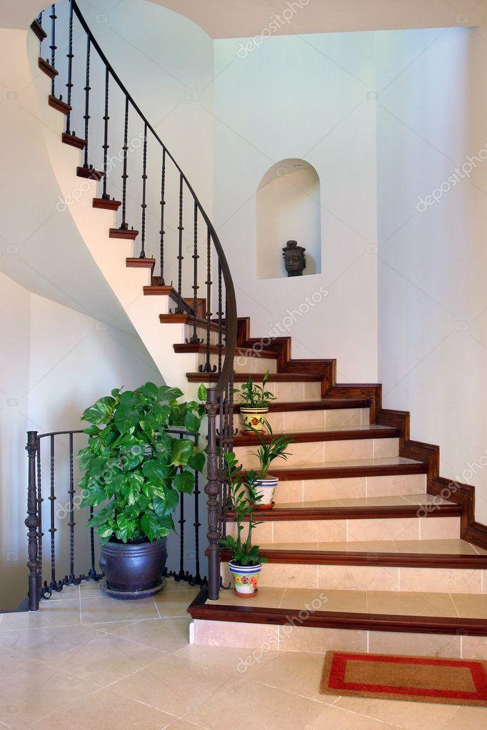 Couloir Intérieur Rustique Et Escaliers De La Grande Villa Espagnoleu2013  Images De Stock Libres De Droits