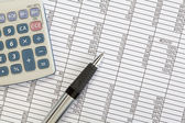 Kalkulačka a pera na tabulky
