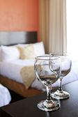 wineglasses szobában