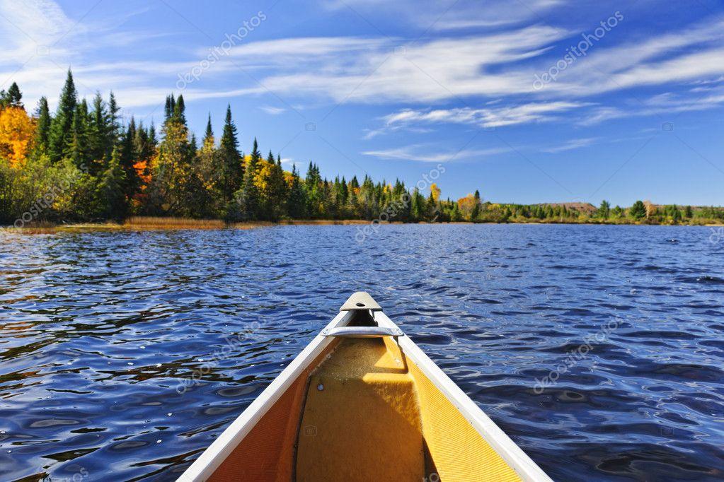 Фотообои Лук каноэ на озере