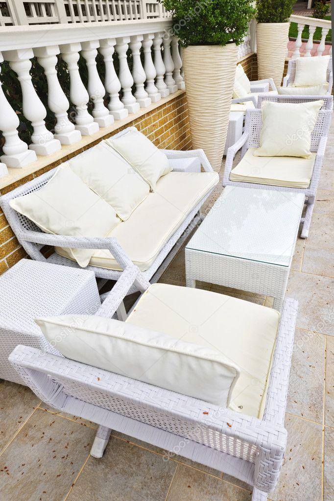 muebles del patio al aire libre — Fotos de Stock © elenathewise #6696750