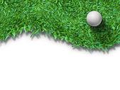 Fotografie weißer Golfball auf grünem Gras isoliert