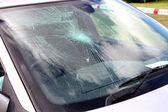 rozbité auto sklo
