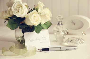 Note card with white roses and pen