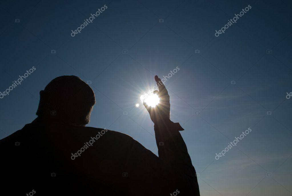 направление группы фото человека держащего солнце секрет терентьева советская российская