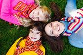 Fotografia madre e due ragazze