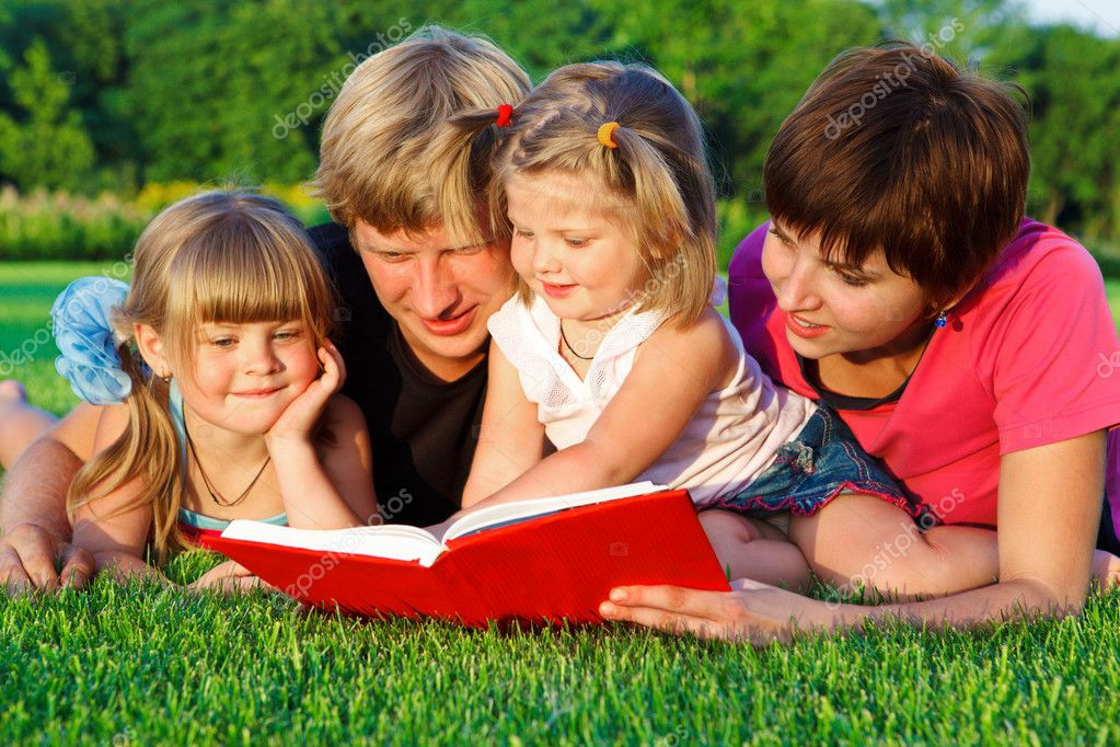 Parents and daughters reading