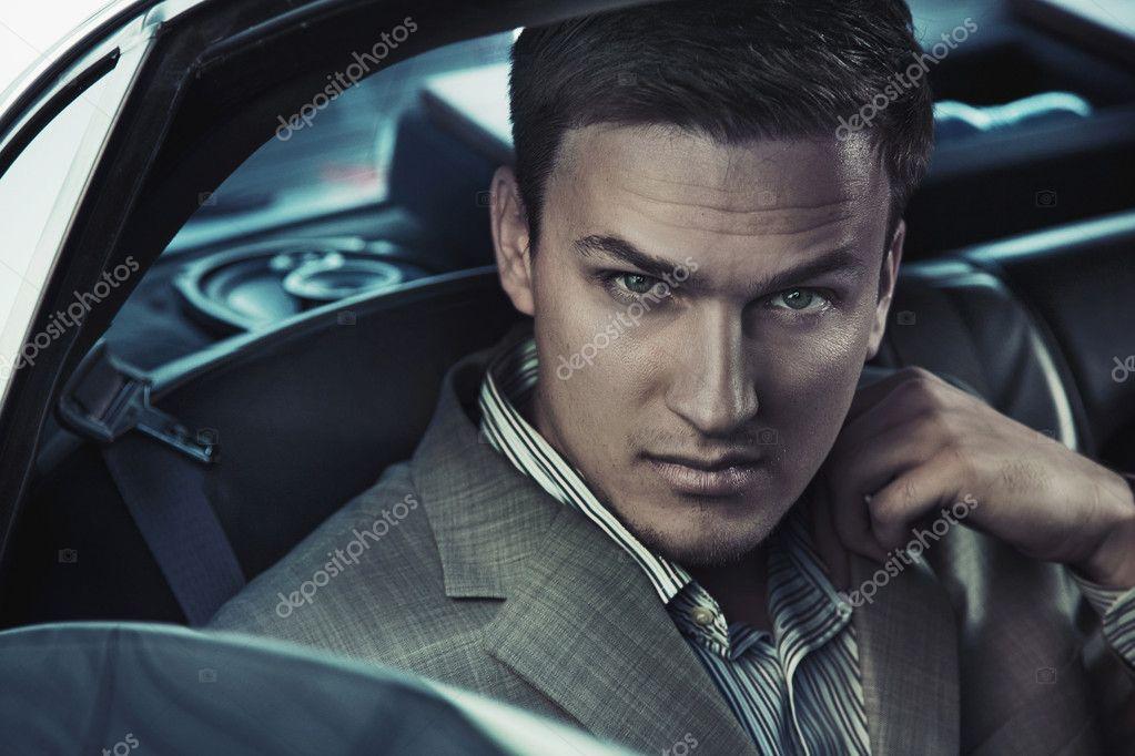 portrait d 39 un homme sexy dans la voiture photographie konradbak 5827284. Black Bedroom Furniture Sets. Home Design Ideas
