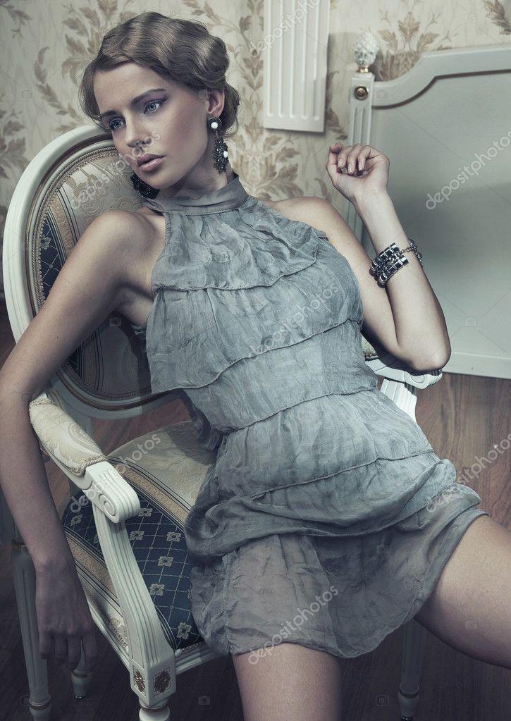 braless girls photos