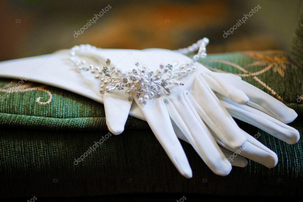 Wedding glovers