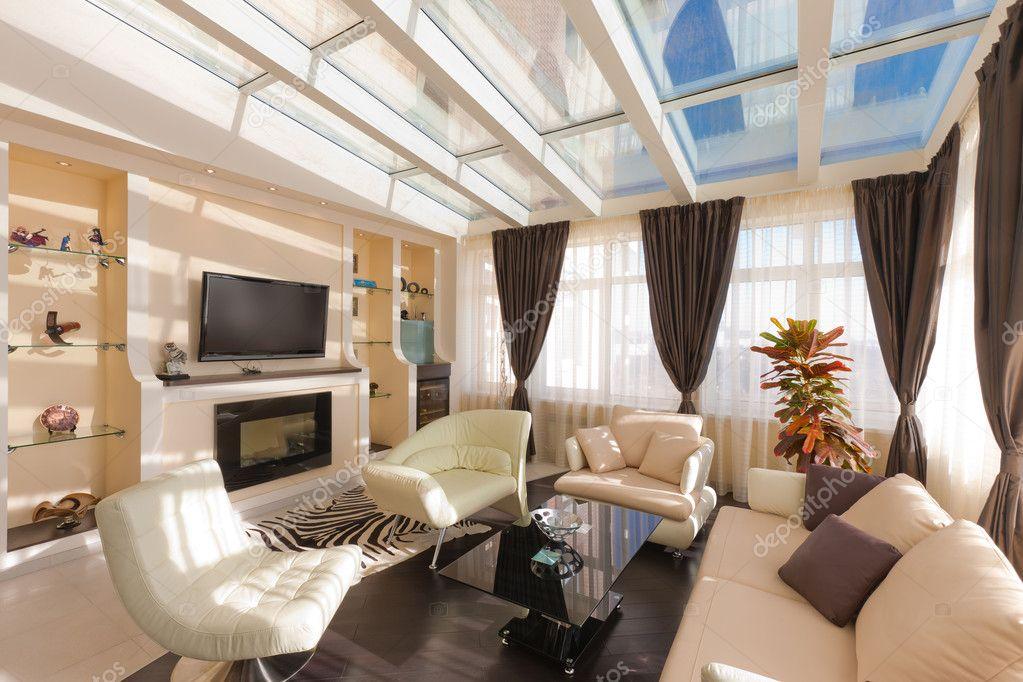 bellissimo salotto moderno con morbidi divani — Foto Stock ...