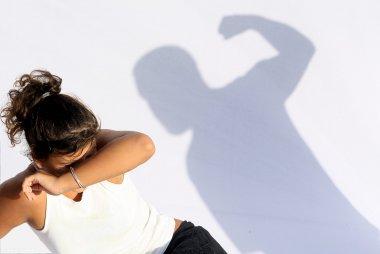 Aile içi şiddet, eş kötüye