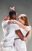 Fotografie junges Paar Tänze karibische salsa