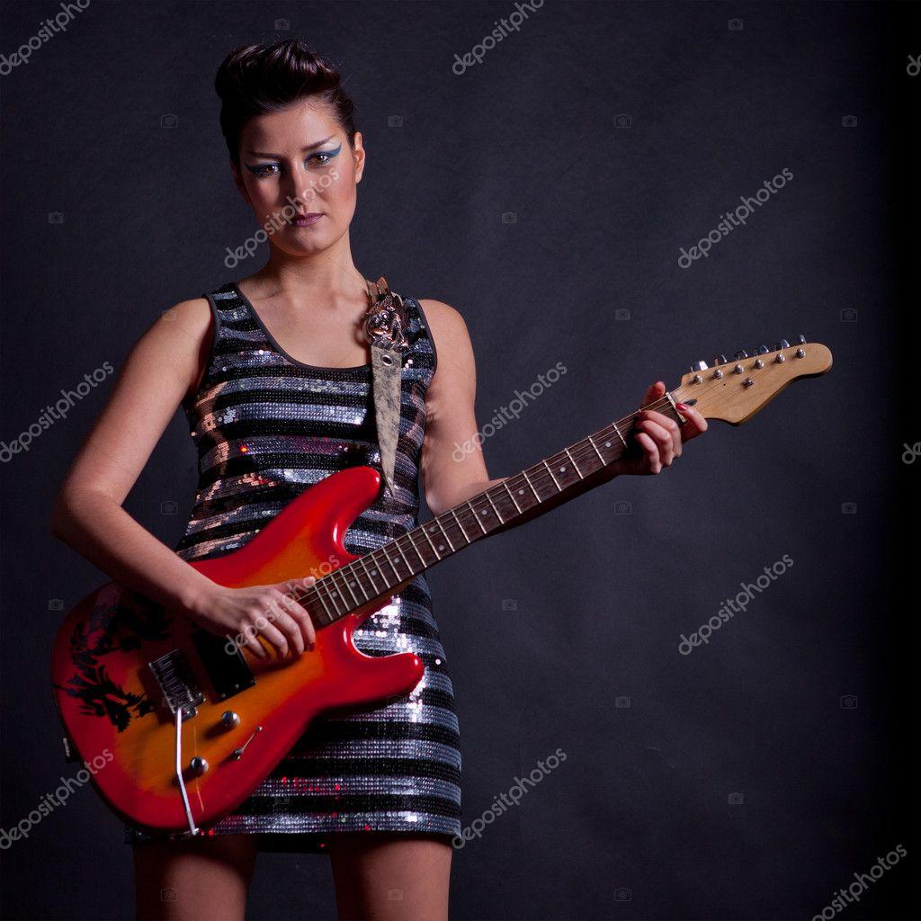 Сексуальные рок девушки с гитарой