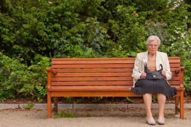 The old woman in the park
