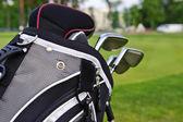 Golf ragaszkodik egy zsák a golfpályán