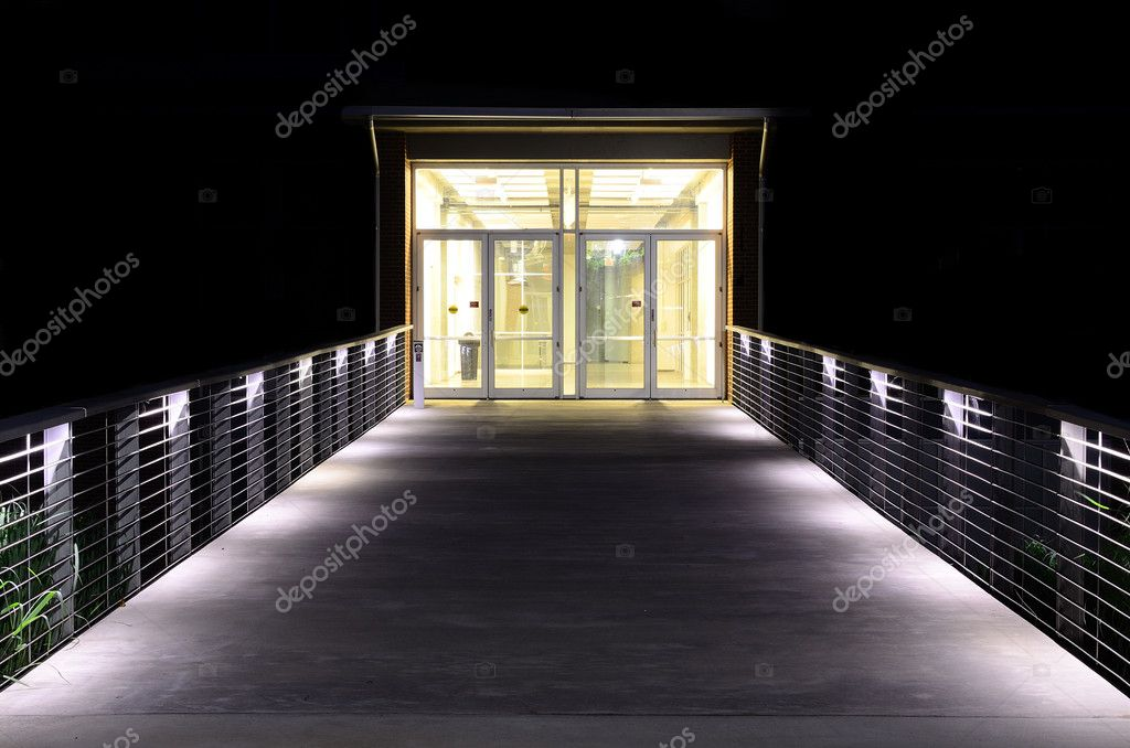 beleuchteten Gehweg und Einfahrt — Stockfoto © sepavone #5764469