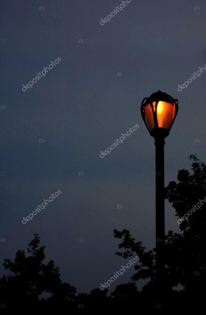 Lampe De Rue Dans La Nuit Photographie Mahnken C 6184148