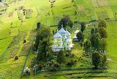 Malé horské vesnici kostel
