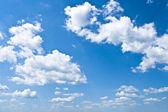Fotografie modrá obloha s bílé mraky