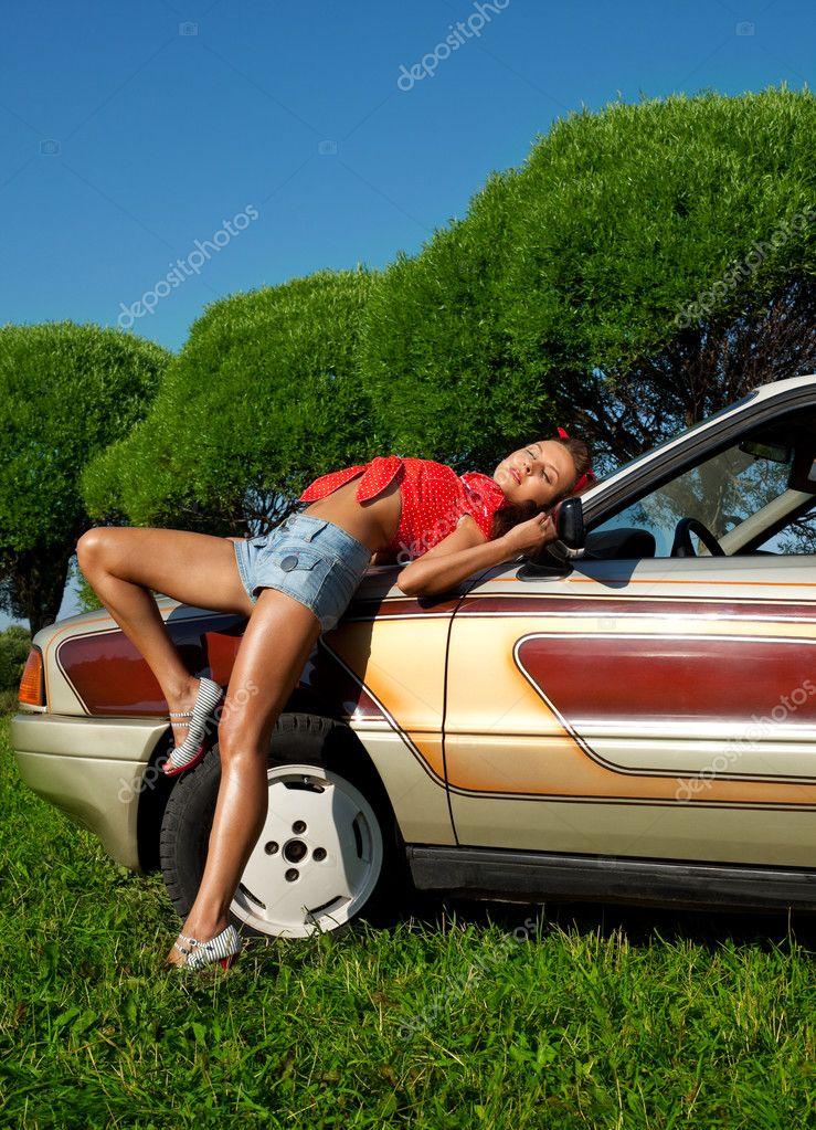 испытавшая трахает на капоте машины фото времена