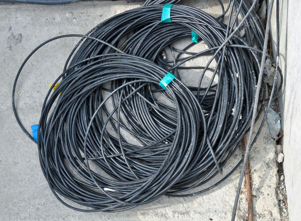 die Spule schwarz elektrische Kabel — Stockfoto © vlarub #6188427