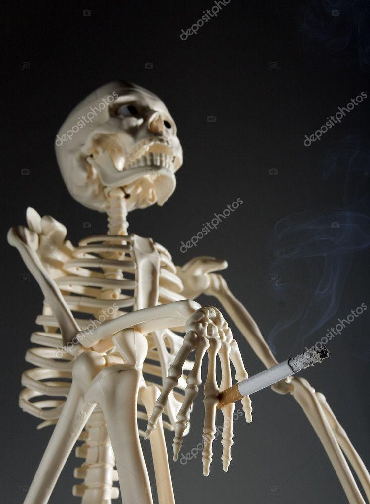 Esqueleto fumando — Foto de stock © juanjo39 #6446779