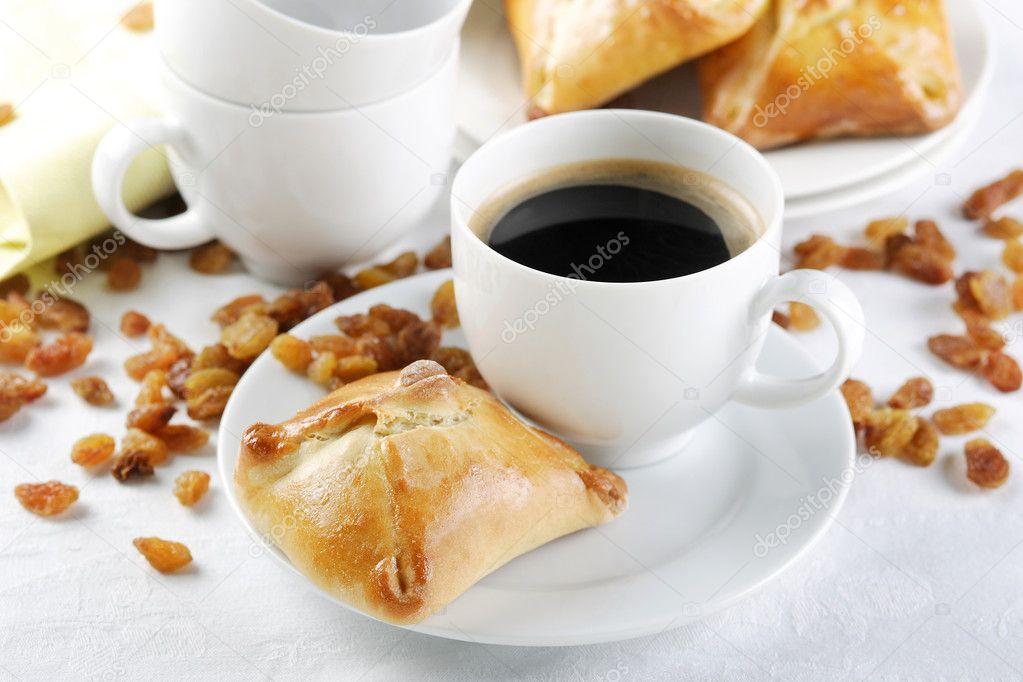 http://static6.depositphotos.com/1048267/541/i/950/depositphotos_5419592-Coffee-cup-with-cake.jpg