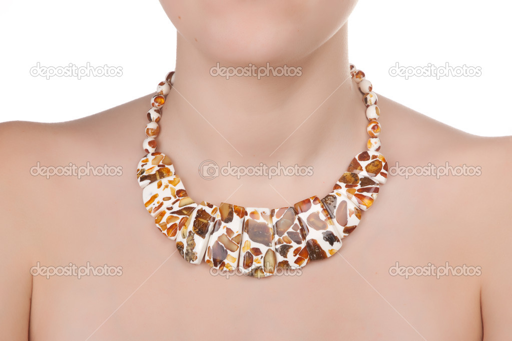 d70052c16 jantarové šperky na ženský krk — Stock Fotografie © TpaBMa2 #6383177