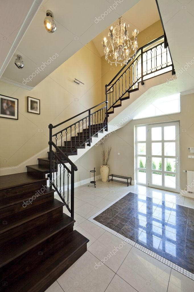 Hall d 39 entr e moderne escalier w photo 6705109 for Hall entree avec escalier