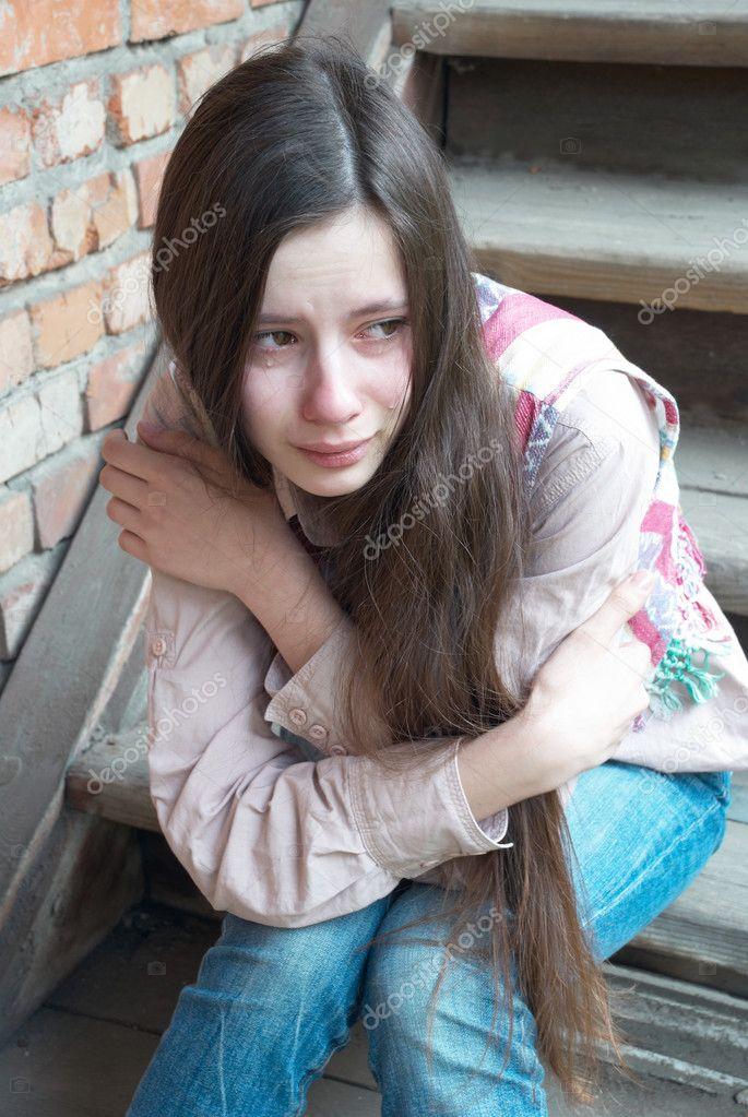 скачать фото плачет девушка
