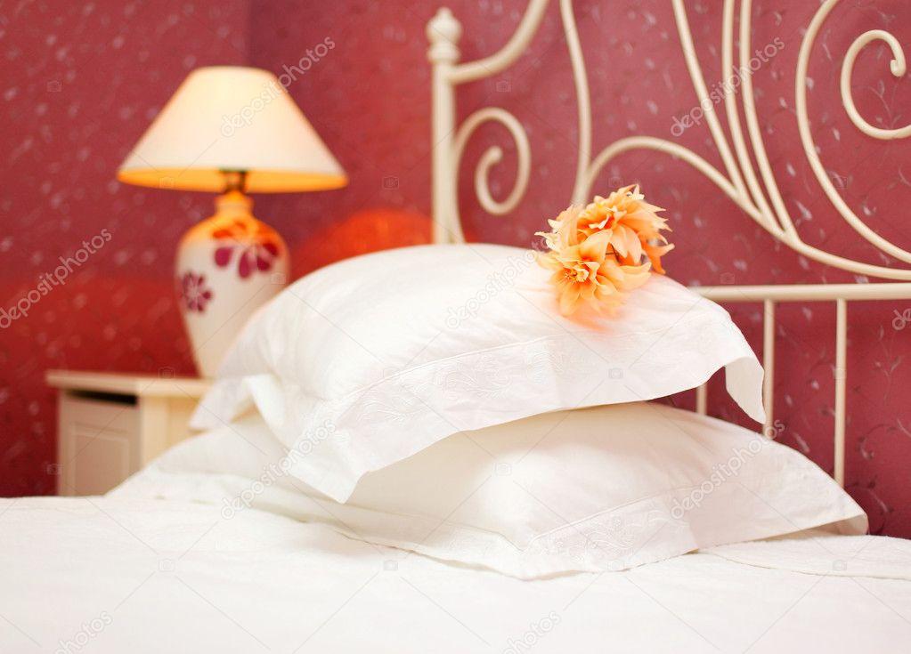 romantische slaapkamer — Stockfoto © Anna_Om #5388325