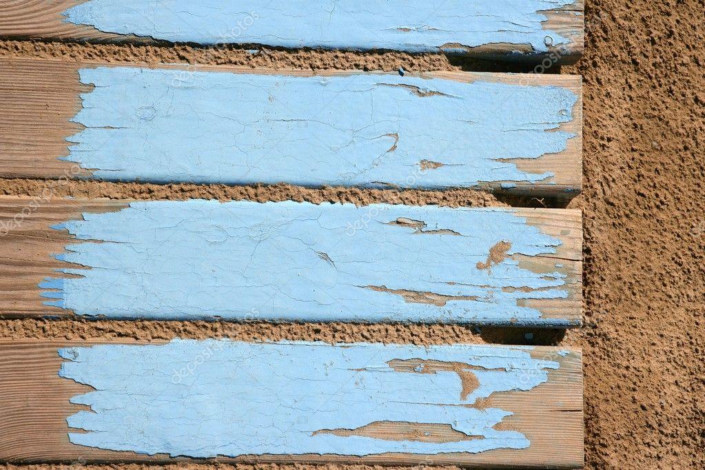 Leeftijd strand blauw houten vloer op zand u stockfoto tono