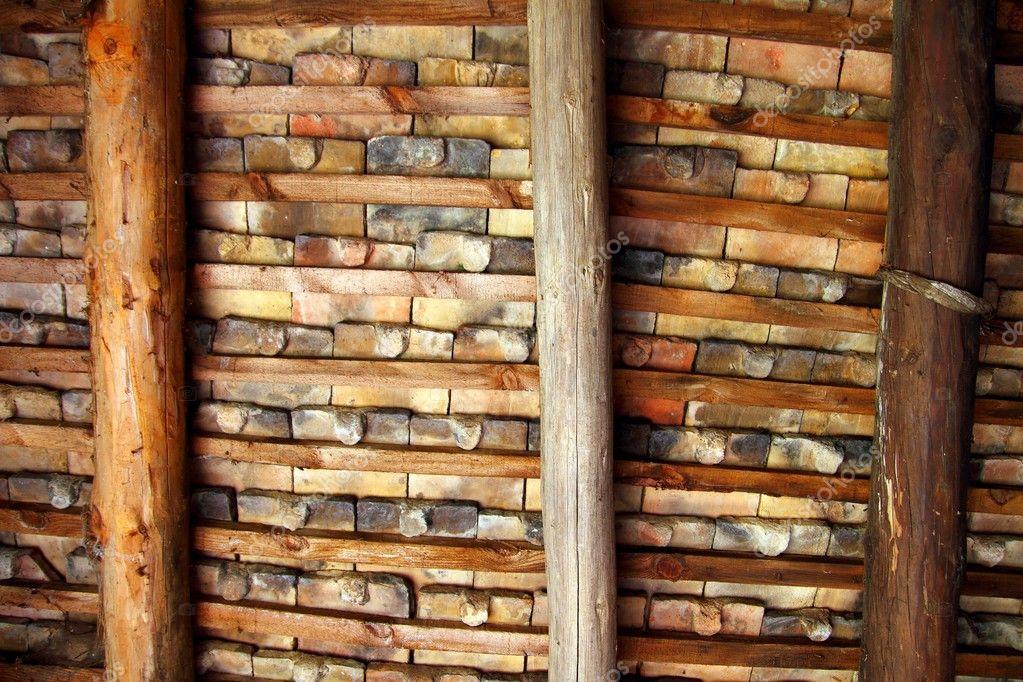 Tetto quadrato argilla piastrelle coperta travi a soffitto u foto