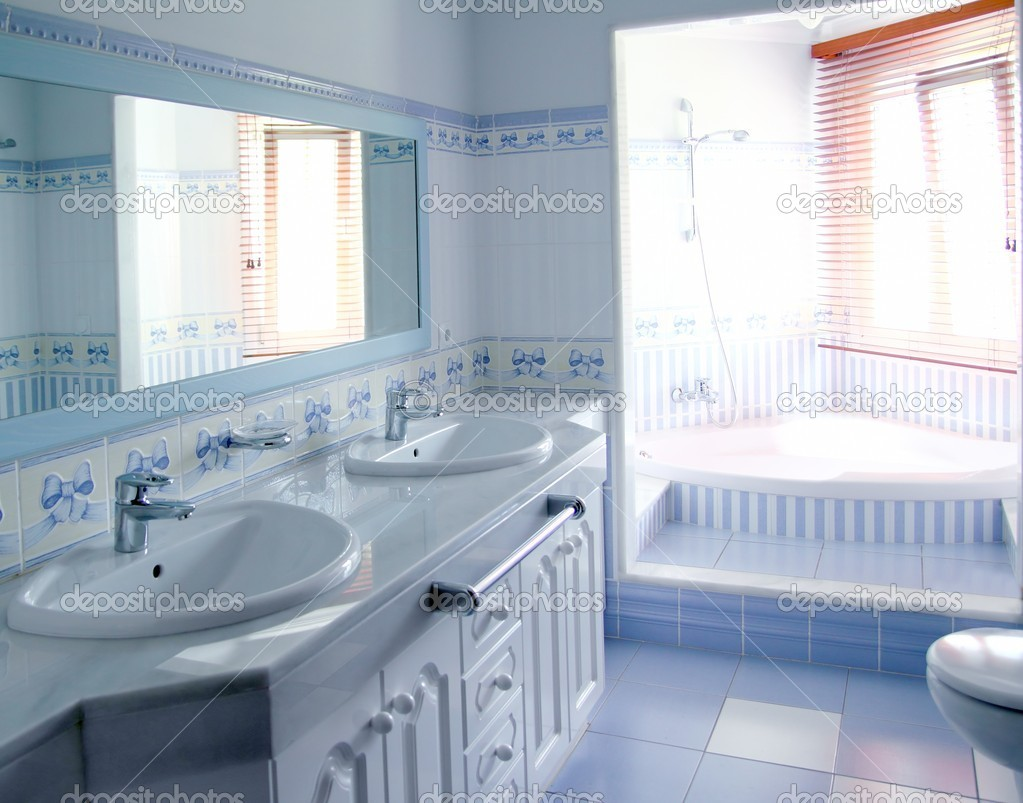 Klassieke blauwe badkamer tegels interieur decoratie u stockfoto