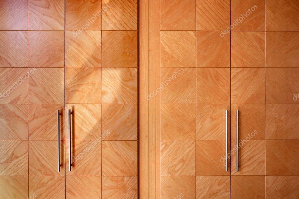 Houten bureau moderne kast oranje deuren u stockfoto lunamarina