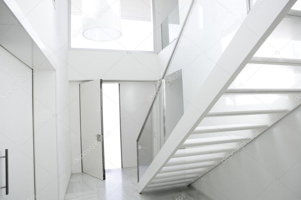 Huis interieur trap witte het platform lobby u stockfoto